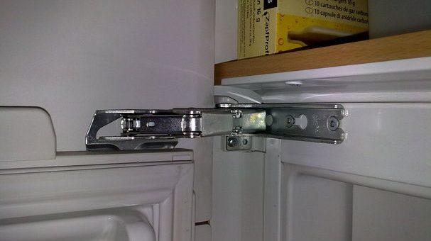 Geschützt: Ersetzen eines gebrochenen Kühlschrankbandes