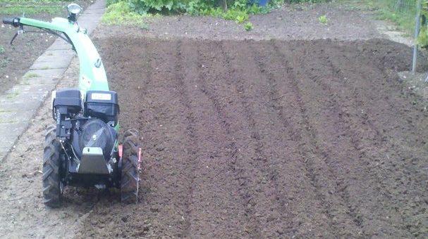 Geschützt: Boden auflockern mit einem Bodenbearbeitungsgerät 1